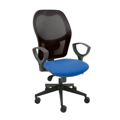 silla-giratoria-modelo-Q3-con-respaldo-malla-negra-y-asiento-tapizado-azul-La-Silla-de-Claudia