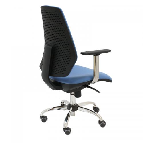 silla-giratoria-hexa-tapizada-en-azul-base-cromada--con-brazos