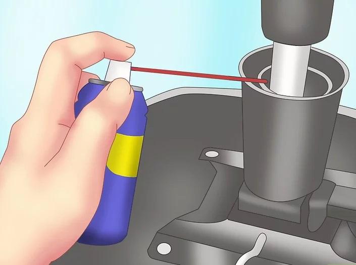cómo arreglar una silla chirriante